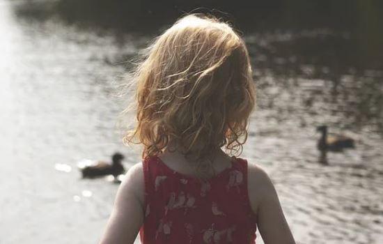 感情破裂还能挽回吗?临近离婚边缘,往日不复存在。
