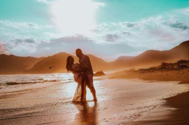 老公出轨真爱情人,爱情到底是什么